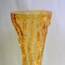 Antigüedades: FLORERO DE CRISTAL INGLES WHITEFRIARS DISEÑO DE GEOFFREY BAXTER AÑOS 70 COLOR AMBAR. Lote 74280643