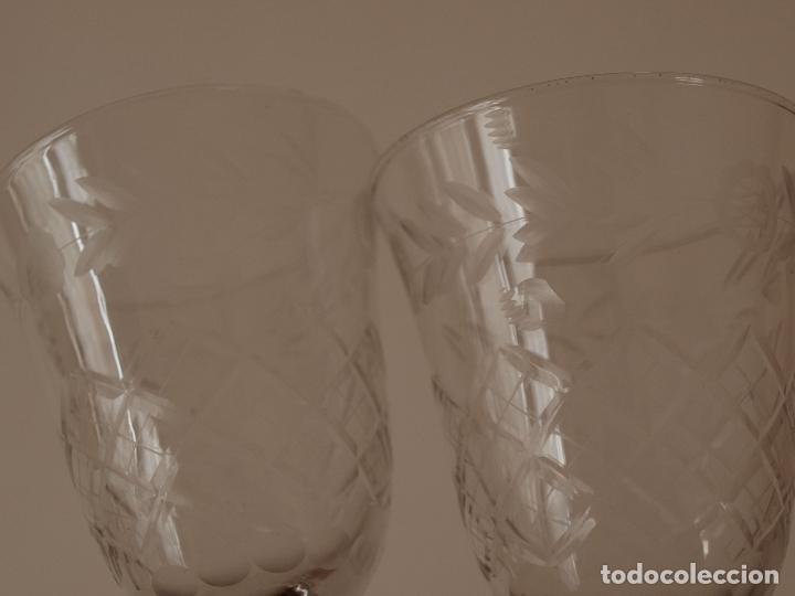 Antigüedades: JUEGO DE TRES COPAS DE CRISTAL TALLADO. 17 CM DE ALTO X 7 CM DIAMETRO BOCA. VER FOTOS Y DESCRIPCION - Foto 4 - 74324863