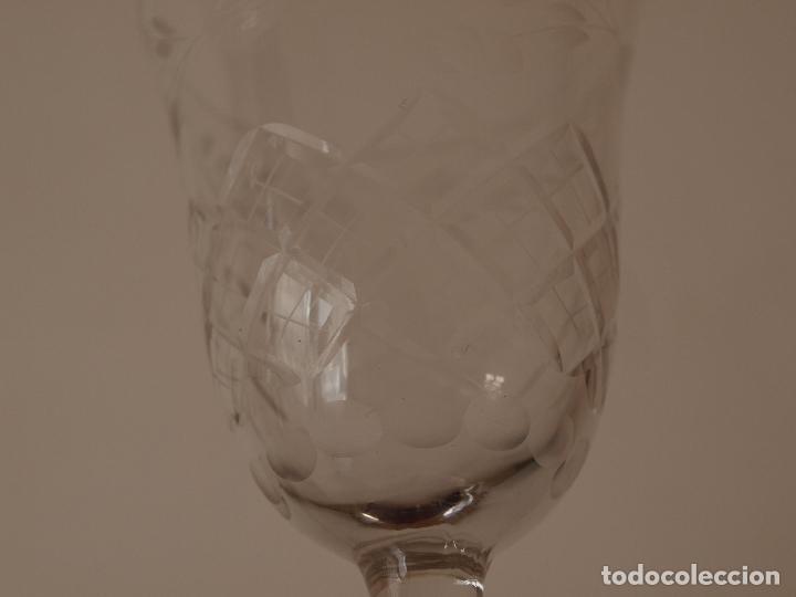 Antigüedades: JUEGO DE TRES COPAS DE CRISTAL TALLADO. 17 CM DE ALTO X 7 CM DIAMETRO BOCA. VER FOTOS Y DESCRIPCION - Foto 13 - 74324863