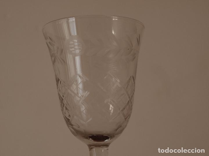 Antigüedades: JUEGO DE TRES COPAS DE CRISTAL TALLADO. 17 CM DE ALTO X 7 CM DIAMETRO BOCA. VER FOTOS Y DESCRIPCION - Foto 14 - 74324863