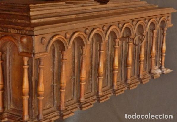 Antigüedades: Arqueta española del siglo XVII en madera tallada. - Foto 3 - 74345235