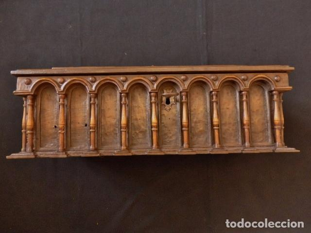 Antigüedades: Arqueta española del siglo XVII en madera tallada. - Foto 4 - 74345235