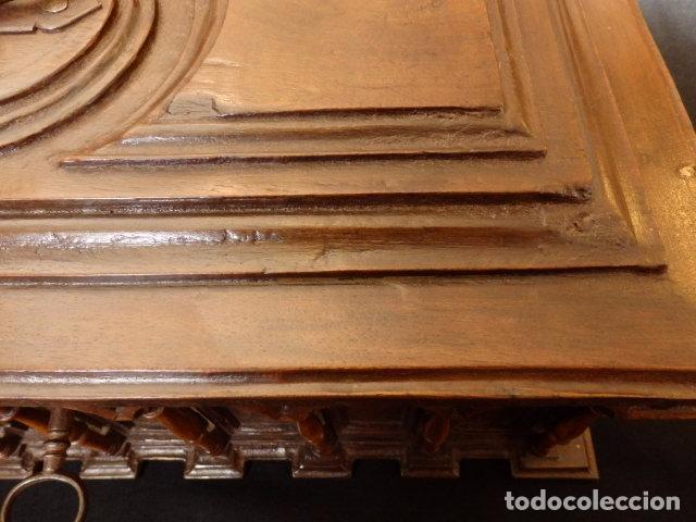 Antigüedades: Arqueta española del siglo XVII en madera tallada. - Foto 10 - 74345235