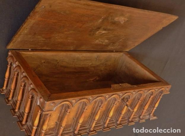 Antigüedades: Arqueta española del siglo XVII en madera tallada. - Foto 12 - 74345235