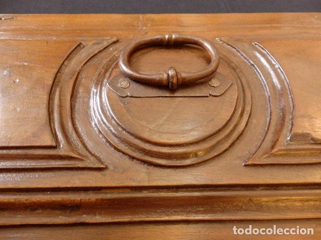 Antigüedades: Arqueta española del siglo XVII en madera tallada. - Foto 13 - 74345235