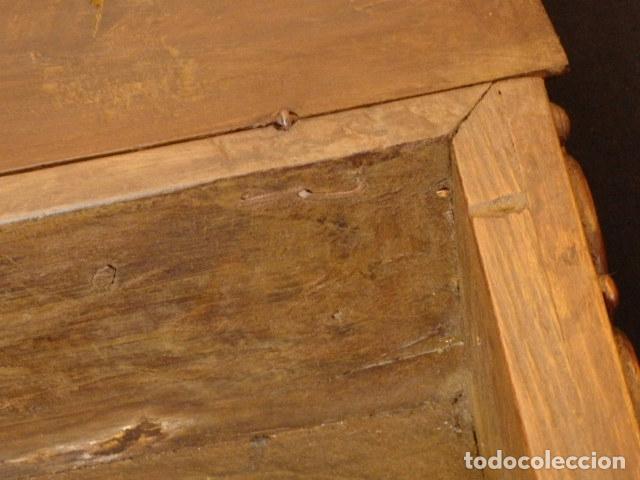 Antigüedades: Arqueta española del siglo XVII en madera tallada. - Foto 16 - 74345235