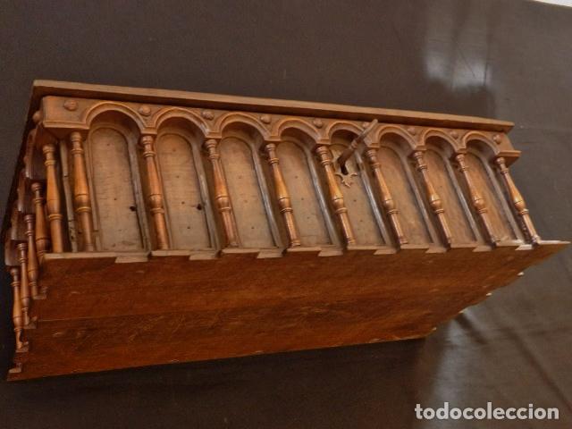 Antigüedades: Arqueta española del siglo XVII en madera tallada. - Foto 21 - 74345235