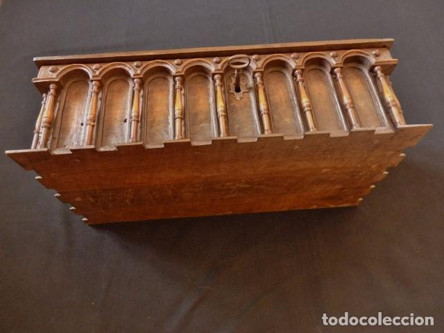 Antigüedades: Arqueta española del siglo XVII en madera tallada. - Foto 22 - 74345235