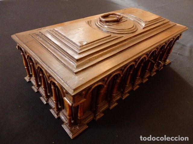 Antigüedades: Arqueta española del siglo XVII en madera tallada. - Foto 23 - 74345235