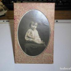 Antigüedades: ANTIGUO MARCO EN PIEL CON FOTO DE NIÑA . Lote 74352363