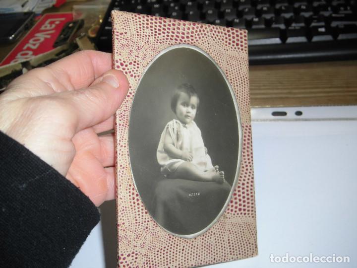 Antigüedades: ANTIGUO MARCO EN PIEL CON FOTO DE NIÑA - Foto 2 - 74352363