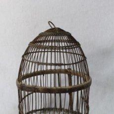 Antigüedades: JAULA PERDICES ANTIGUA CON ALAMBRE, MADERA Y CORDELILLO. Lote 74367195