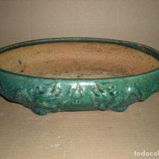 Antigüedades: CENTRO DE MESA EN BARRO VERDE 42X27X12CM. Lote 74374479