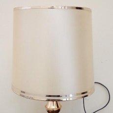 Antigüedades: LAMPARA DE MESILLA DE LATON Y CERAMICA, VER DESCRIPCION. Lote 74471163