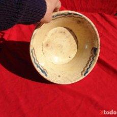 Antigüedades: VIEJO CUENCO O PEQUEÑO LEBRILLO DE BARRO COSIDO Y ESMANTADO 25 CENTIMETROS DIAMETRO Y 9 DE ALTO. Lote 74475927