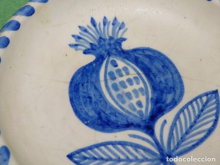 Antigüedades: Precioso plato Talavera La Menora cerámica decorativa tema vegetal vintage - Foto 2 - 74488639