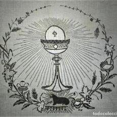 Antigüedades: MANTEL DE COMULGAR. LINO Y ALGODÓN. BORDADOS A MANO. ENCAJES. ESPAÑA. XIX-XX. Lote 69382541