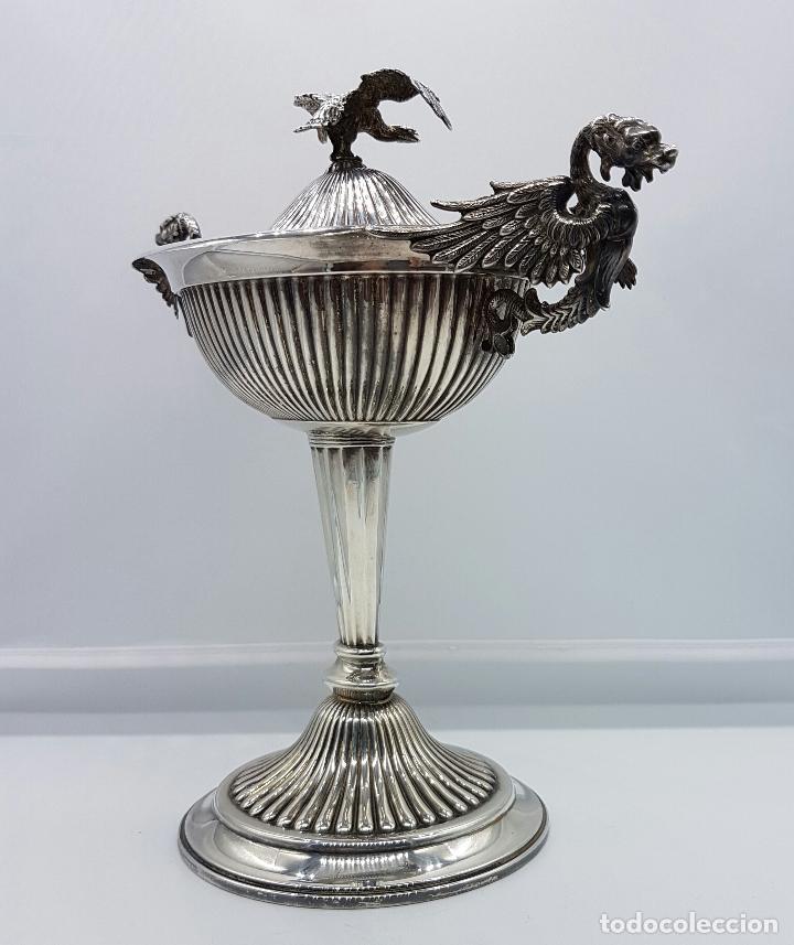 Antigüedades: Bombonera antigua en plata de ley repujada y contrastada, con dragones y aguila de estilo gotico . - Foto 5 - 120369135