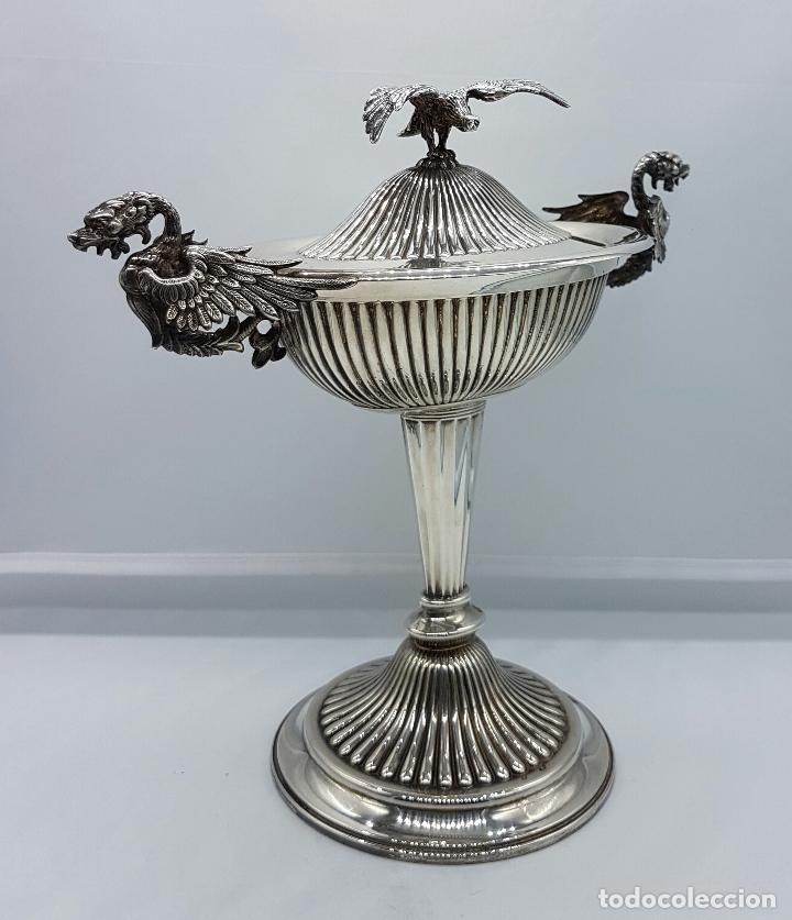 Antigüedades: Bombonera antigua en plata de ley repujada y contrastada, con dragones y aguila de estilo gotico . - Foto 6 - 120369135