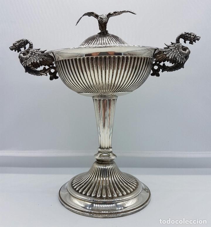 Antigüedades: Bombonera antigua en plata de ley repujada y contrastada, con dragones y aguila de estilo gotico . - Foto 7 - 120369135