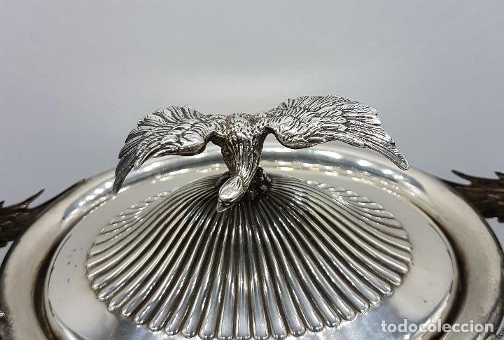 Antigüedades: Bombonera antigua en plata de ley repujada y contrastada, con dragones y aguila de estilo gotico . - Foto 9 - 120369135
