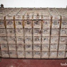 Antigüedades: ARCÓN DE GRAN TAMAÑO. MADERA DE TECA. INDIA. SIGLO XIX.. Lote 74592303