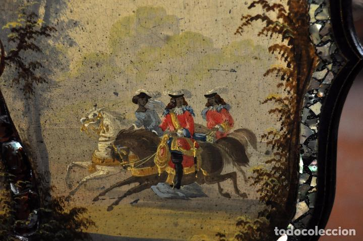 Antigüedades: IMPORTANTE CONJUNTO CON MESA VELADOR Y 4 SILLAS EPOCA NAPOLEON III CON PINTURAS ORIGINALES Y NACAR - Foto 11 - 74675603