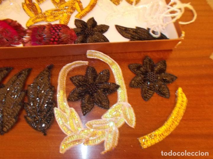 Antigüedades: Lote de apliques y flores de pedreria y lentejuelas años 70 (ver fotos y leer descripcion ) - Foto 6 - 74718123