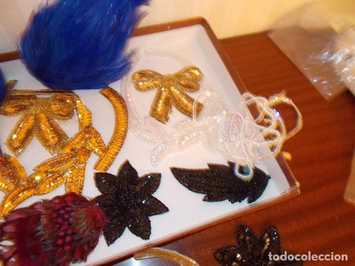 Antigüedades: Lote de apliques y flores de pedreria y lentejuelas años 70 (ver fotos y leer descripcion ) - Foto 7 - 74718123