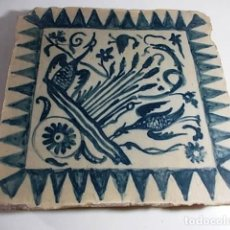 Antigüedades: FANTASTICO ANTIGUO AZULEJO ESTILO GOTICO CATALAN EN AZUL CON MOTIVO DE AVES. Lote 74736059