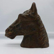 Antigüedades: BUSTO ANTIGUO DE CABALLO PURA SANGRE EN HIERRO COLADO .. Lote 74746067