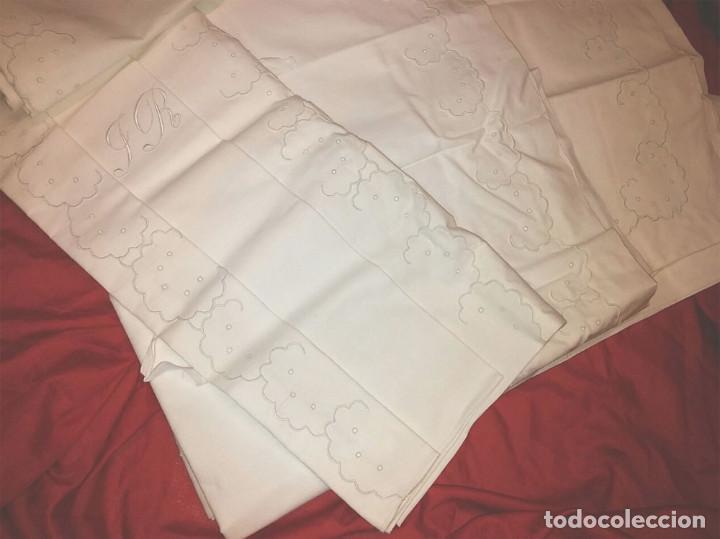 Antigüedades: Juego de cama matrimonio, 2 sabanas y 2 fundas almohada, algodón bordado a mano, a estrenar - Foto 2 - 74791291