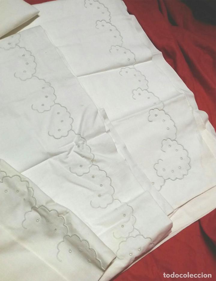 Antigüedades: Juego de cama matrimonio, 2 sabanas y 2 fundas almohada, algodón bordado a mano, a estrenar - Foto 3 - 74791291