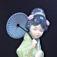 Antigüedades: JAPONESITA CON SOMBRILLA. PORCELANA LLADRÓ. 01004988. CIRCA 1996. Lote 74843483