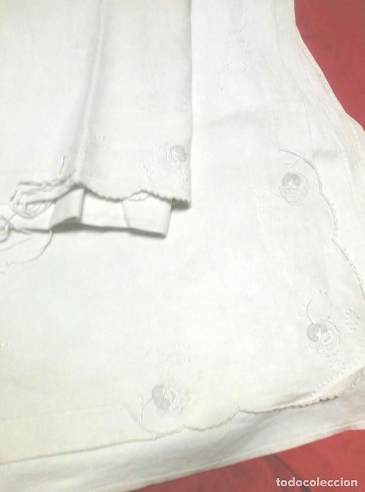Antigüedades: Juego de cama matrimonio, sabana y funda almohada, algodón bordado a mano, a estrenar. - Foto 2 - 74849103