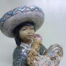 Antiguidades: FIGURA DE CERÁMICA, PORCELANA. NIÑO MEXICANO CON GALLO. PAL. Lote 74851695