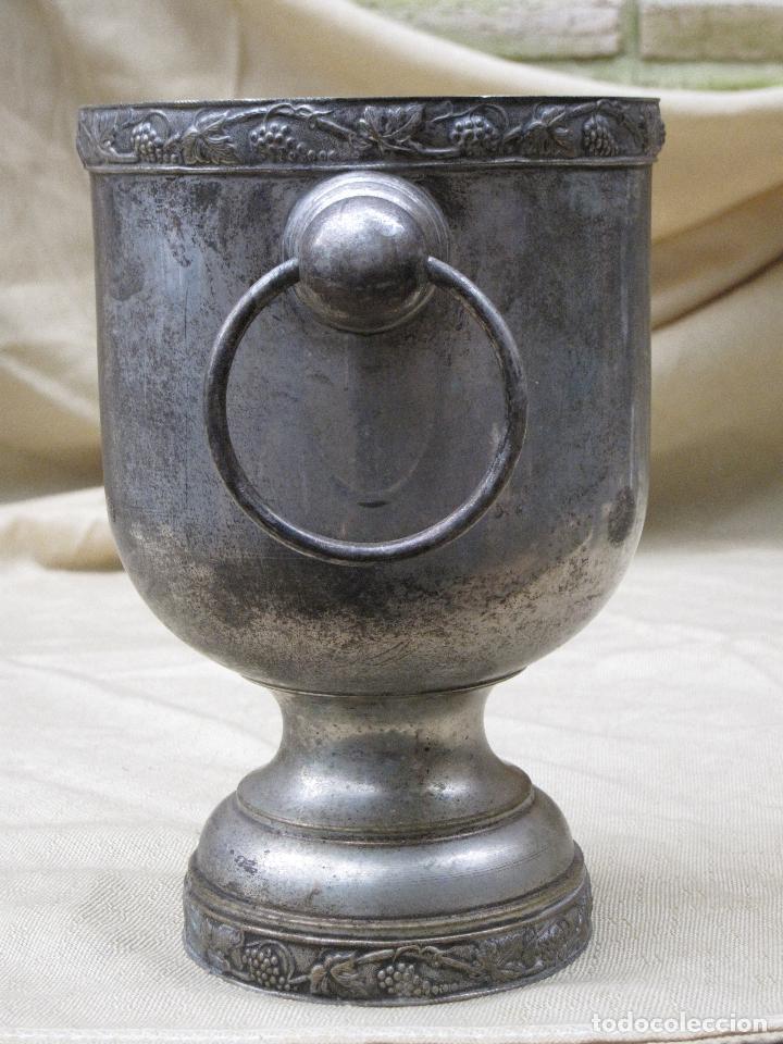 Antigüedades: LOTE DE HIELERA ANTIGUA Y 6 COPAS PLATEADAS. VINTAGE. - Foto 2 - 75040983