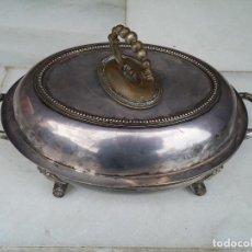 Antigüedades: ANTIGUA BANDEJA CON TAPA PARA SERVIR EN METAL CON BAÑO DE PLATA INGLESA CON MARCAS. Lote 75075407