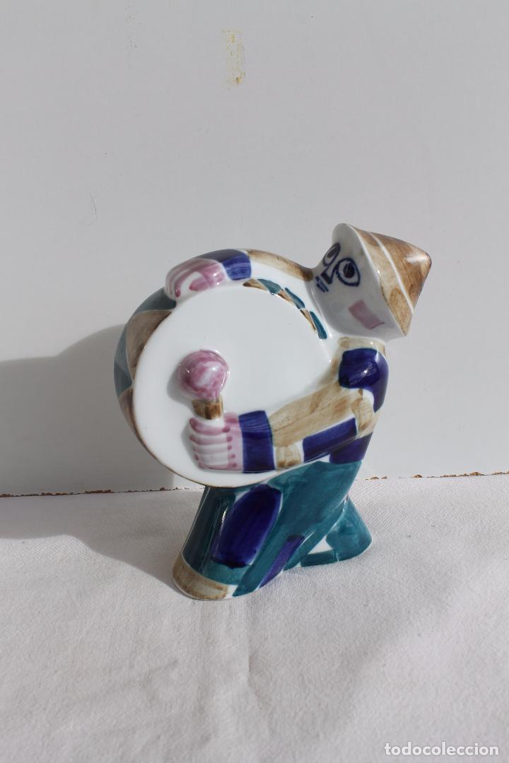 FIGURA EL HOMBRE DEL TAMBOR DE PORCELANA DE SARGADELOS (Antigüedades - Porcelanas y Cerámicas - Sargadelos)