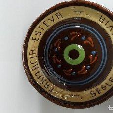 Antigüedades: MAGNIFICO Y ANTIGUO PLATO DE CERAMICA PUBLICIDAD - FARMACIA ESTEVA - LLIVIA - SEGLE XV -. Lote 75125719