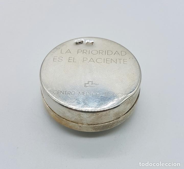 Antigüedades: Cajita pastillero en plata de ley contrastada , Centro medico TEKNON . - Foto 2 - 75130291