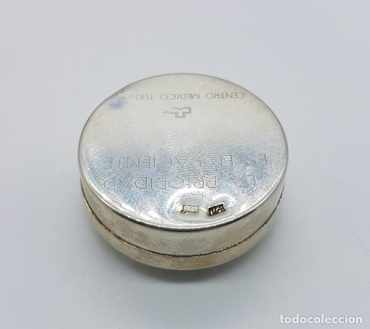 Antigüedades: Cajita pastillero en plata de ley contrastada , Centro medico TEKNON . - Foto 3 - 75130291