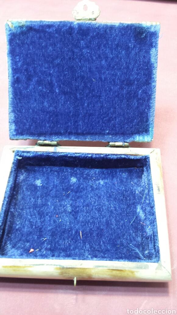 Antigüedades: Antiguo joyero de hueso y laton con adornos años 50 - Foto 3 - 75140546