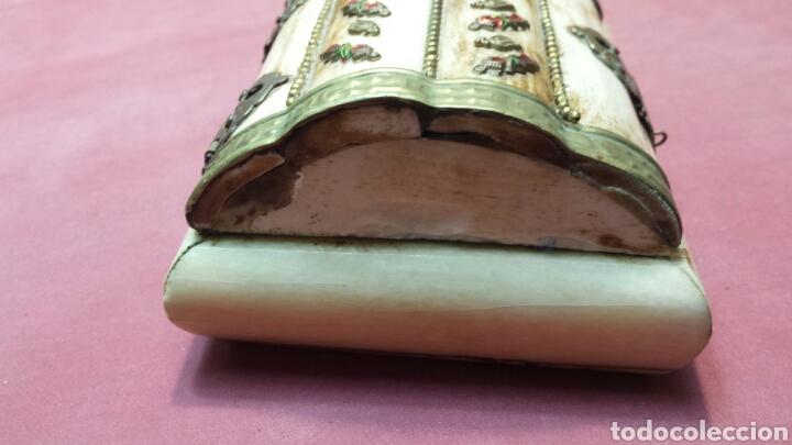 Antigüedades: Antiguo joyero de hueso y laton con adornos años 50 - Foto 5 - 75140546