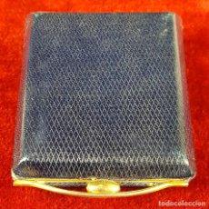 Antigüedades: POLVERA Y PINTALABIOS DE VIAJE. PIEL. INTERIOR EN METAL DORADO. CIRCA 1960. . Lote 75185647