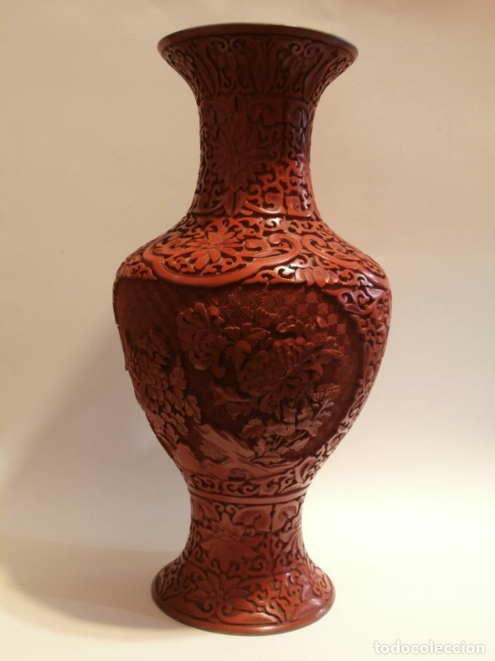 GRAN JARRON DE LACA CINABRIO 38CTMS. (Antigüedades - Hogar y Decoración - Jarrones Antiguos)