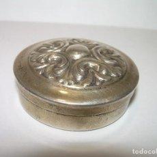 Antigüedades: ANTIGUA CAJITA PASTILLERO EN PLATA CON CONTRASTE LEY..925. Lote 75295223