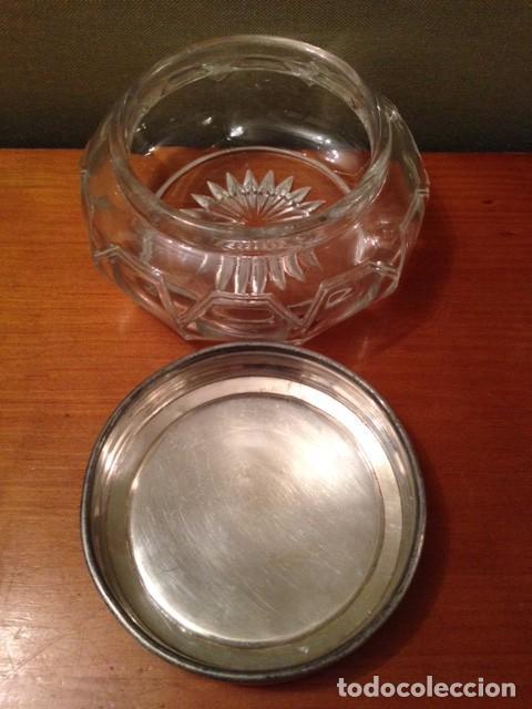 Antigüedades: Antigua cajita de cristal tallado con tapa plateada - Foto 5 - 75325195
