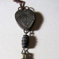 Antigüedades: ANTIGUO CRUCIFIJO RECUERDO DE LOURDES METAL Y MADERA. Lote 75422811