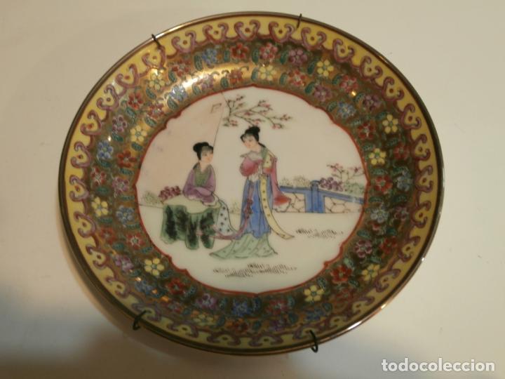 PLATO DE PORCELANA CHINA PINTADO A MANO (Antigüedades - Hogar y Decoración - Platos Antiguos)
